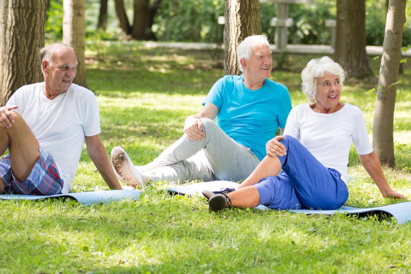 Kiedy seniora bolą kolana, stopy, biodra…